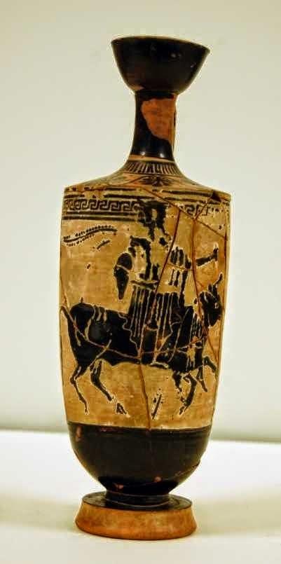 Ο Δίας, μεταμορφωμένος ως ταύρος, μεταφέρει στην πλάτη του την Ευρώπη. Μελανόμορφη αττική λήκυθος, περίπου 500-480 π.Χ. Βρέθηκε στο Γέλα. Λονδίνο, Βρετανικό Μουσείο, 1863,0728.430/B644 © Trustees of the British Museum