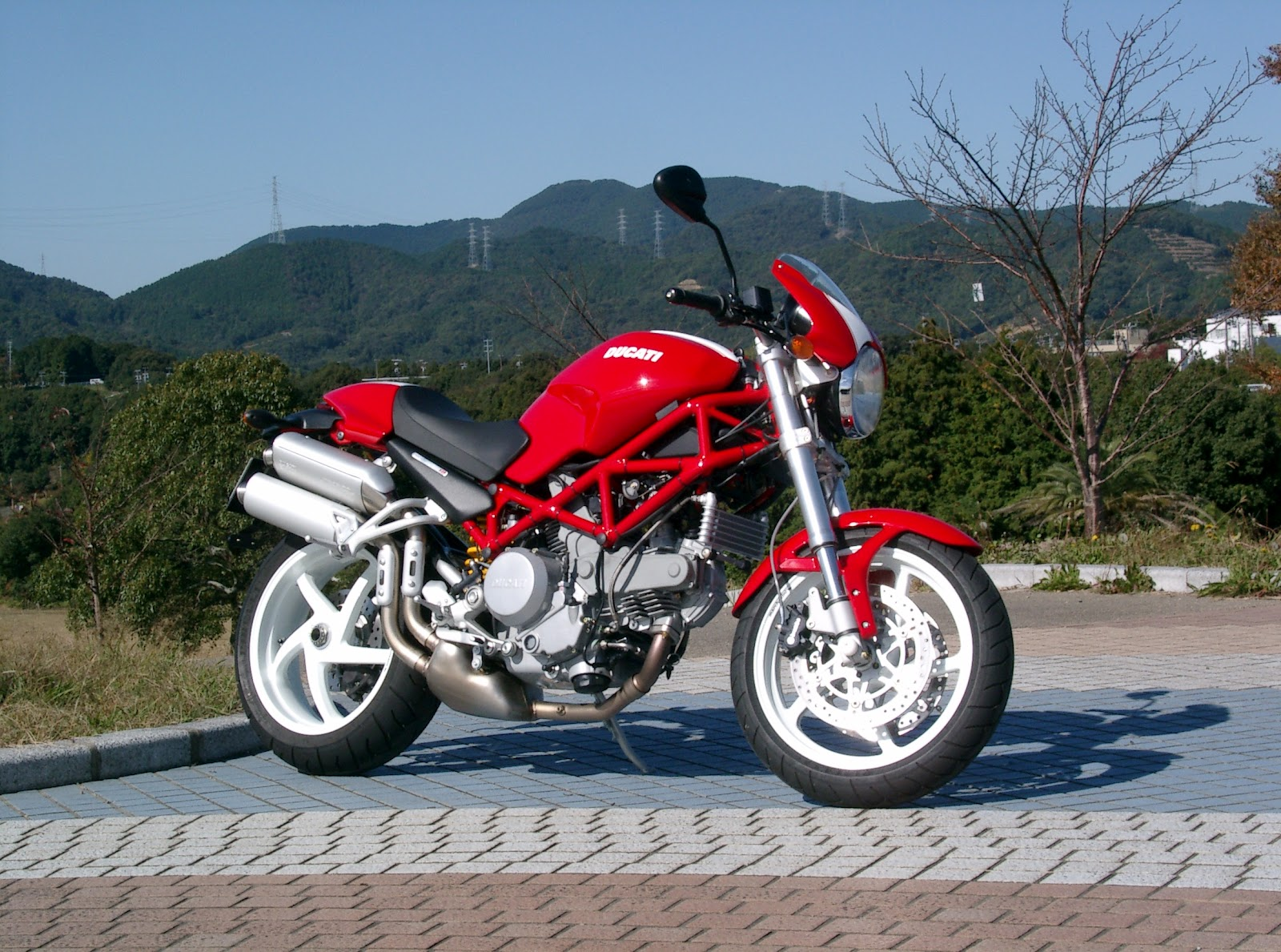 English Ducati Monster  Manual