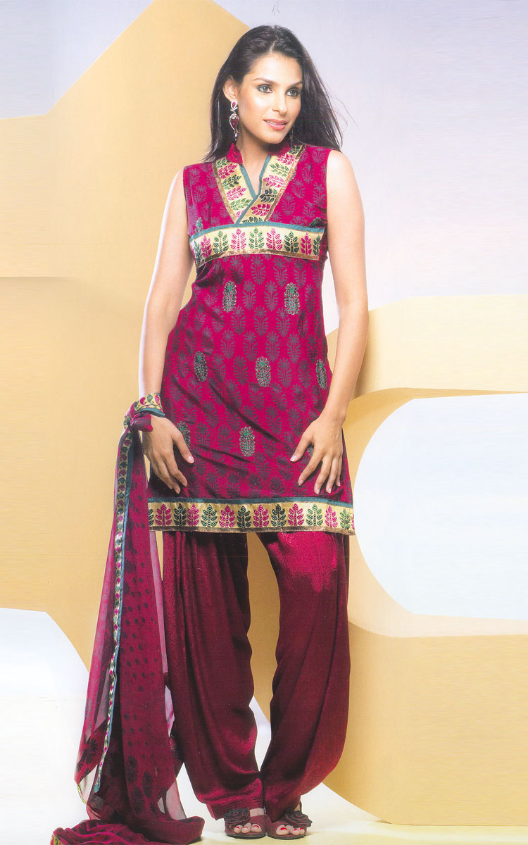 punjabi salwar kameez is fabulous i like it you can buy latest punjabiPunjabi Suits Designs