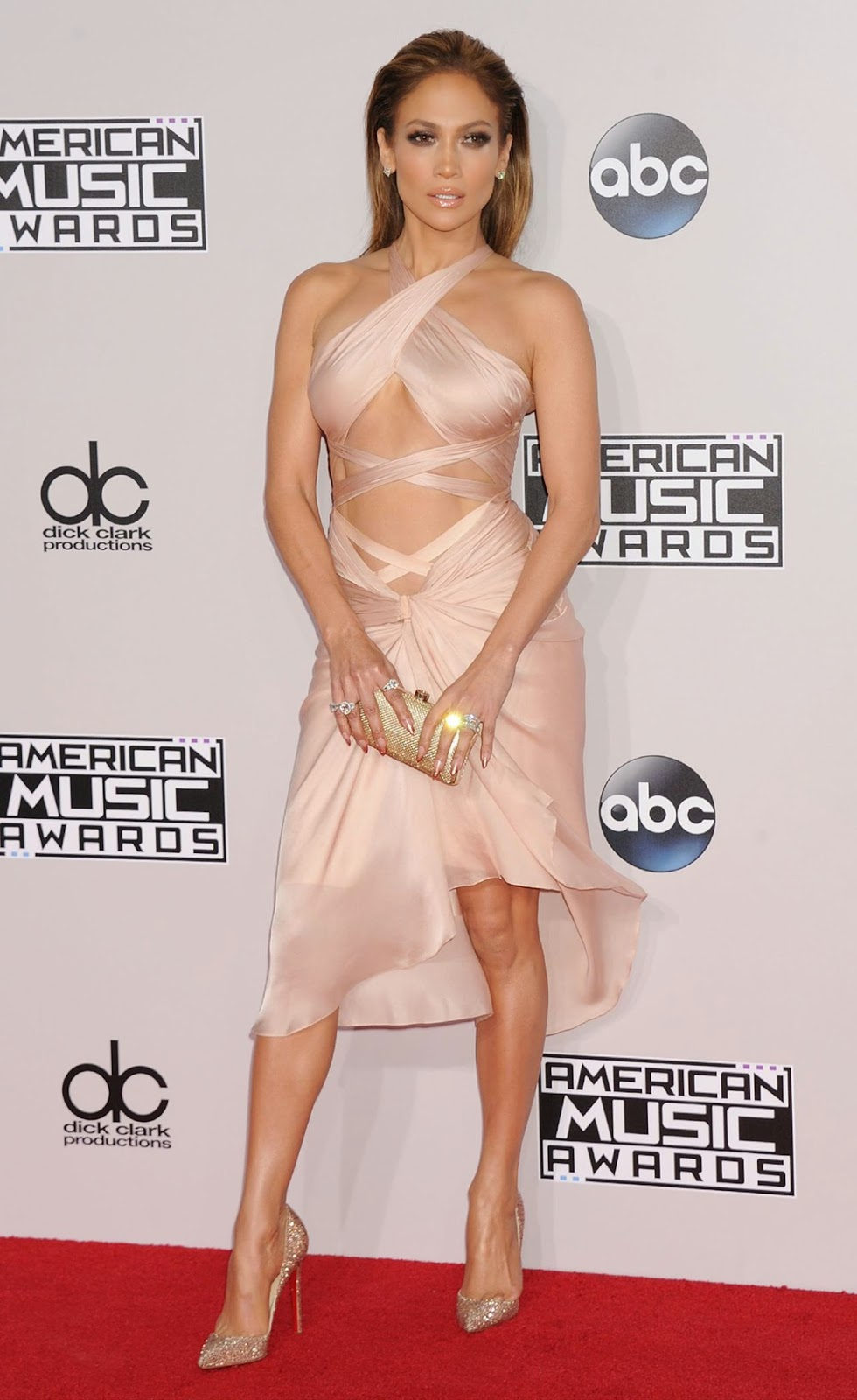 Jennifer Lopez shows off abs in a Reem Acra dress at the 2014 American Music Awards