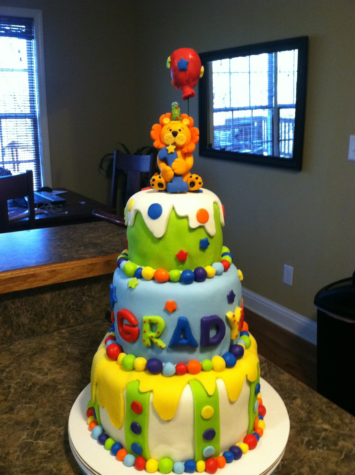 Cake Ideas For Baby Boy 1st Birthday : Brandi Cakes: Baby Boy First Birthday Circus Cake