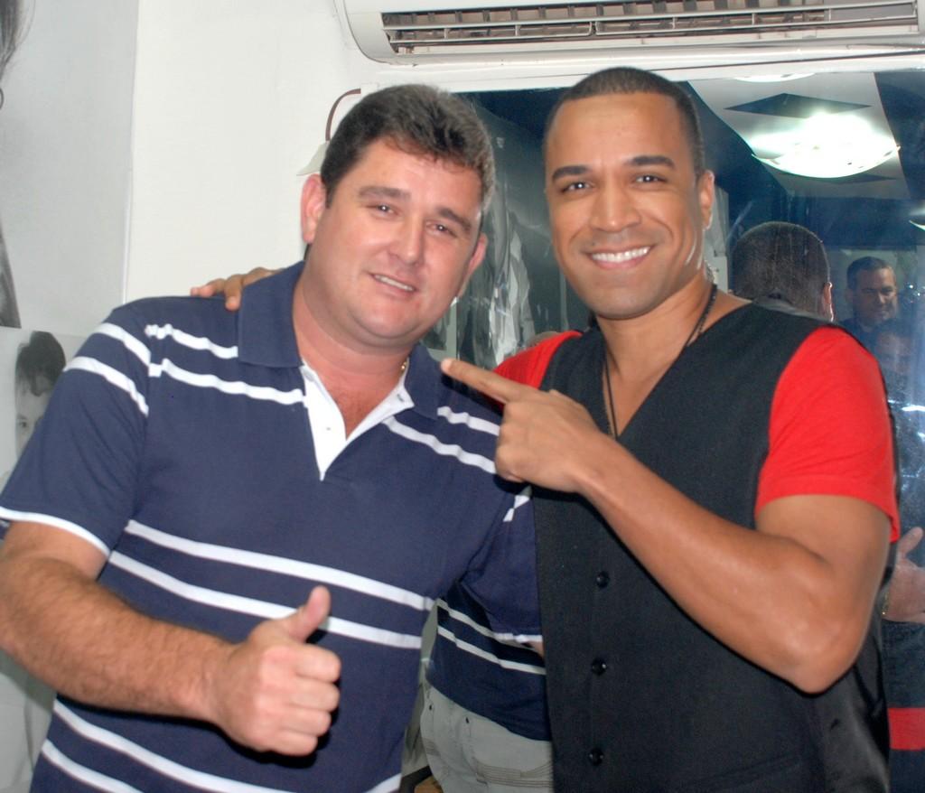 Arlei e o vocalista do grupo Só Pra Contrariar, Fernando Pires