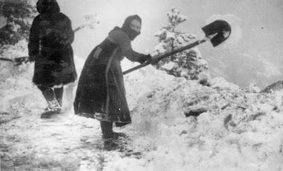 women-in-the-war-of-40-photo-01