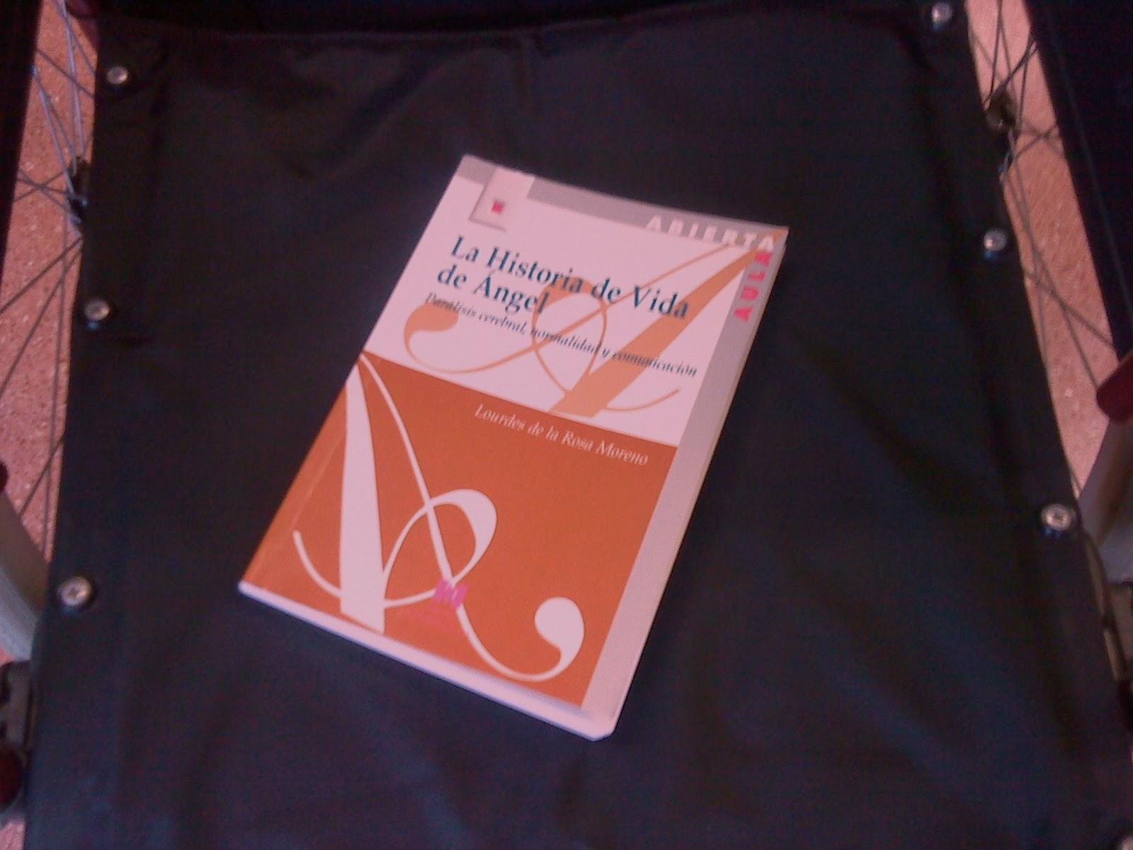 El libro objeto de este artículo sobre una silla de ruedas sin ocupar