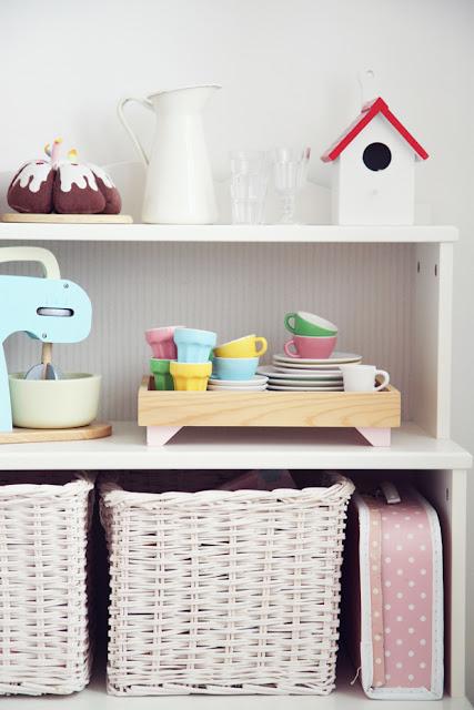 El cuarto de anna y su juguetero deco living - Zapatero infantil ikea ...