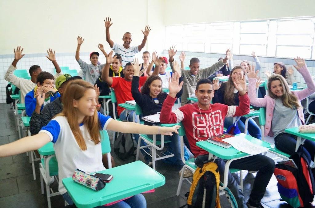 Em meio aos seus alunos, o professor Vianna transforma a aula em um show