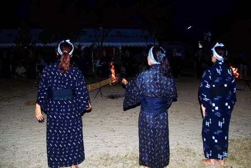 night, ladies, summer kimonos, fire