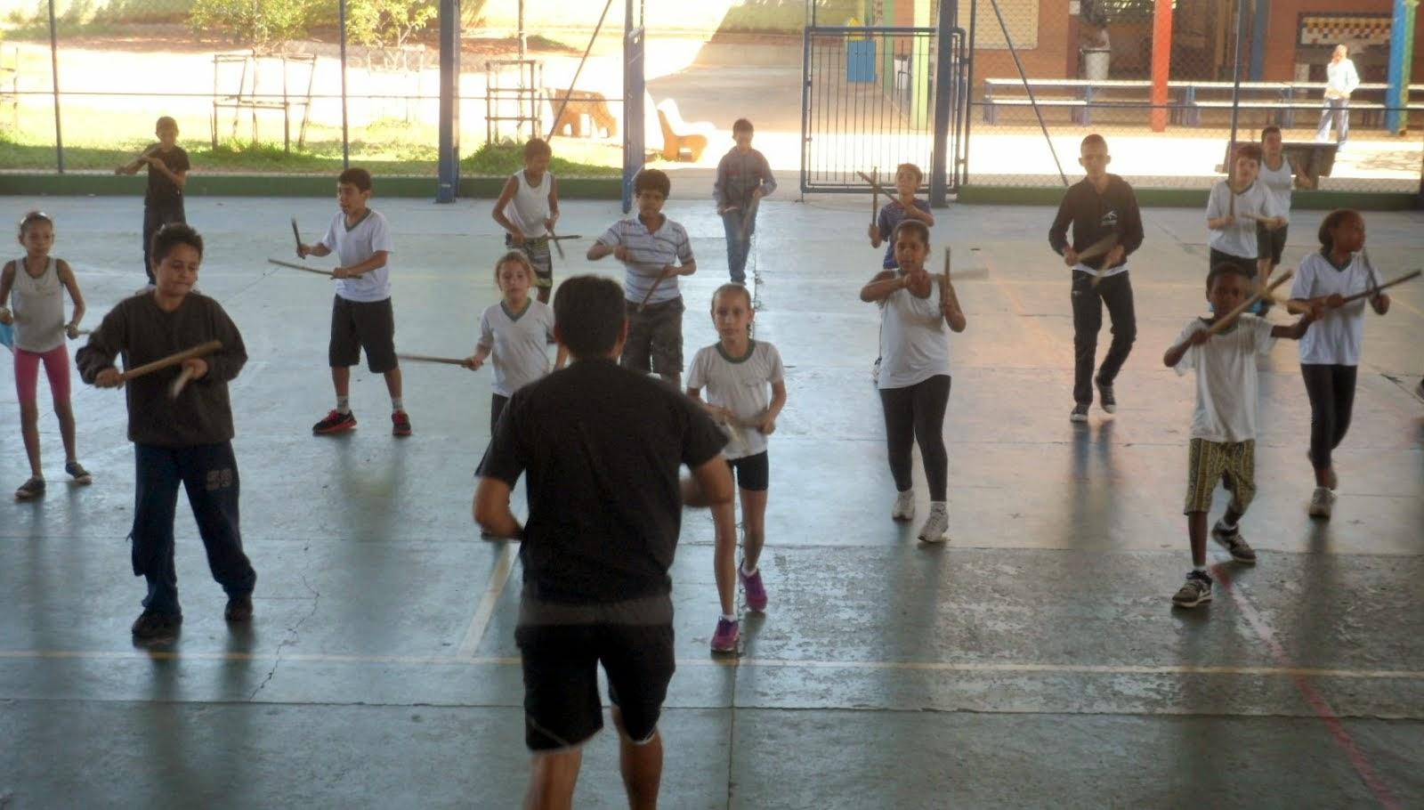 AULA DE MACULELÊ (DANÇA AFRO-INDÍGENA)