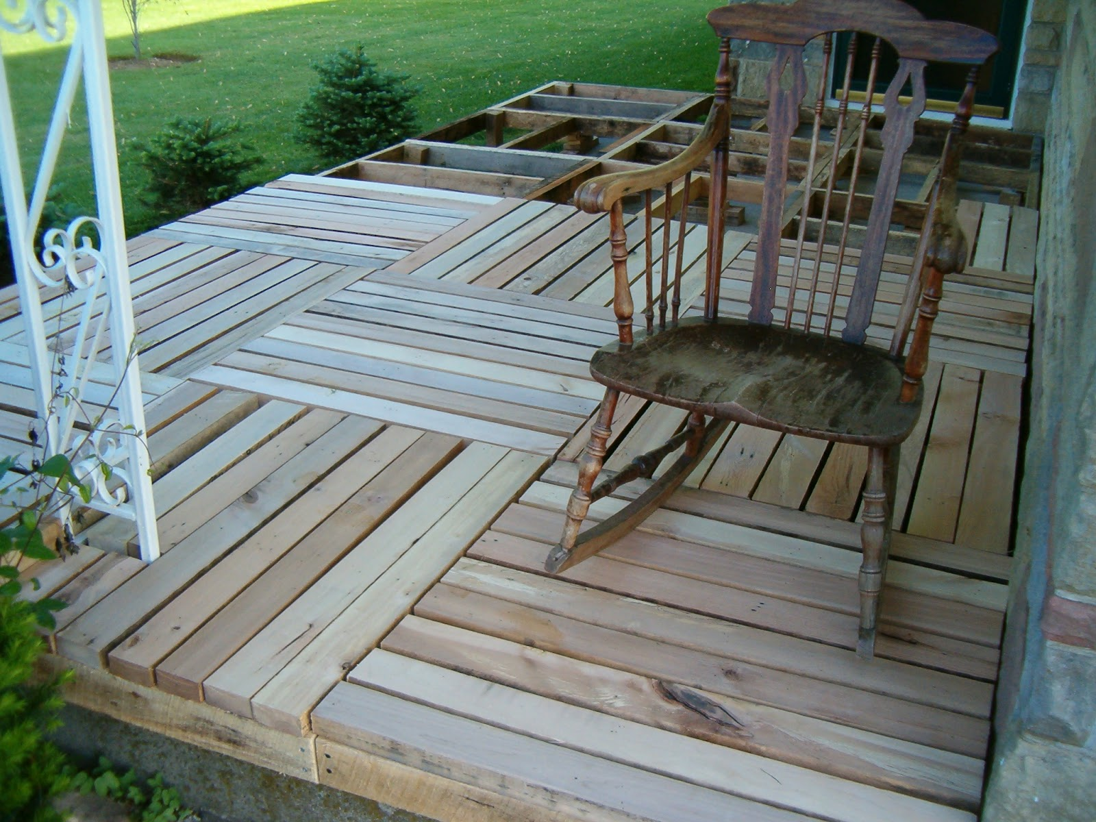 Lloyd s blog porch made from pallet wood for How to make a pallet porch swing