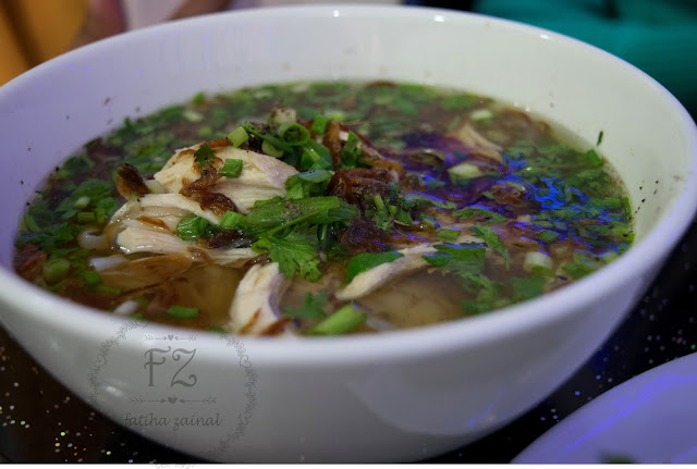 chicken pho noodle , viatname food , makanan halal vietnam