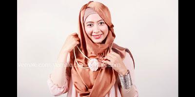 Cara Menggunakan Hijab Pashmina Praktis Dalam 3 Menit Simple Juga Menawan