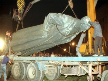 Снос памятника Дзержинскому