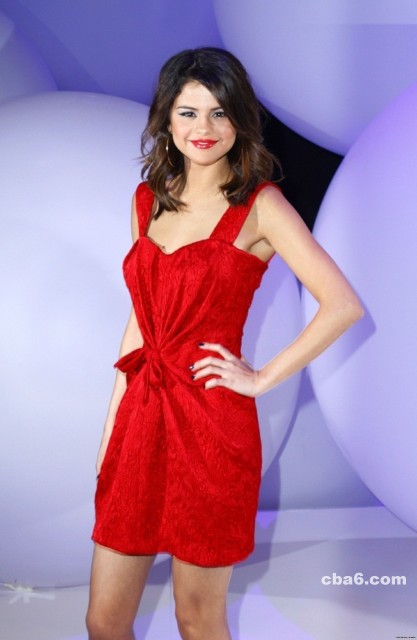 Selena Gomez in red dress beautiful pictures