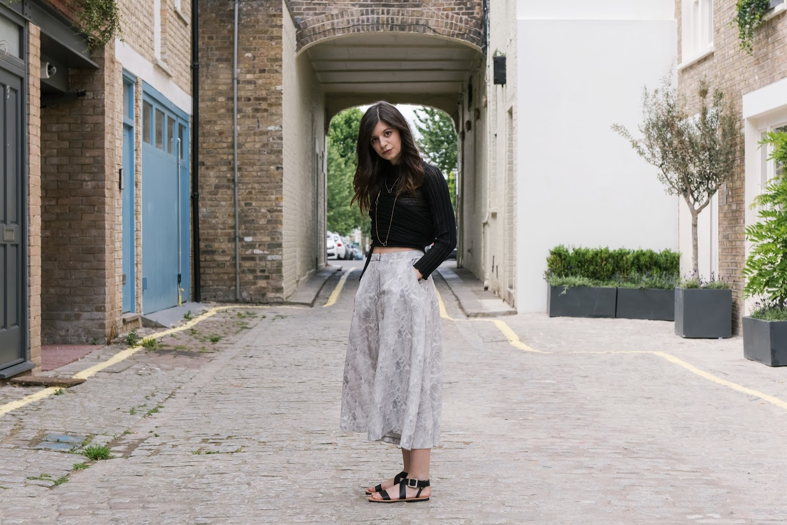 marble print, ioanna kourbela, v society, silk culottes, isapera sandals, isapera mykonos, greek fashion, greek designers, virginia tzioti, greek blogger