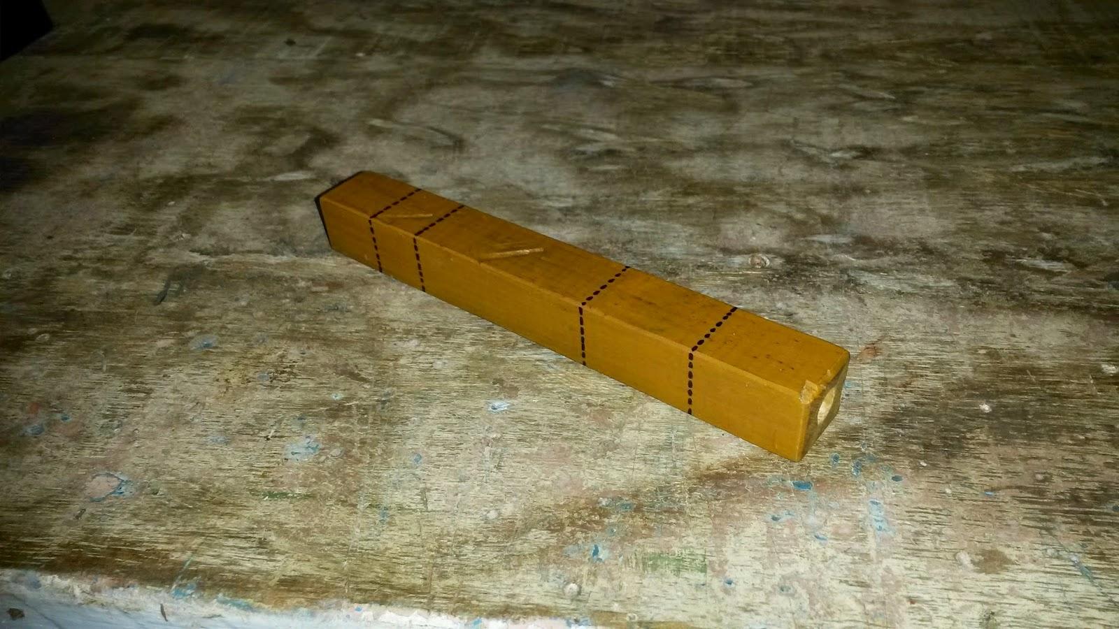 Para isso eu selecionei um pequeno pedaço de ripa de 2x2 cm prendi  #B38213 1600x900