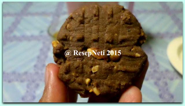 Resep Biskuit Coklat Kacang di dapur kusNeti 2015