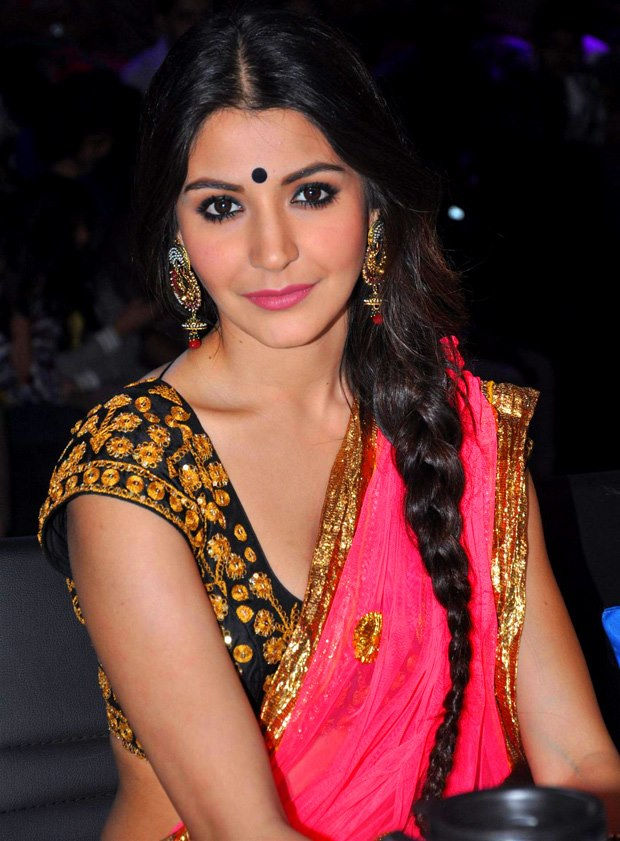Anushka Sharma in Saree Wallpapers 2013