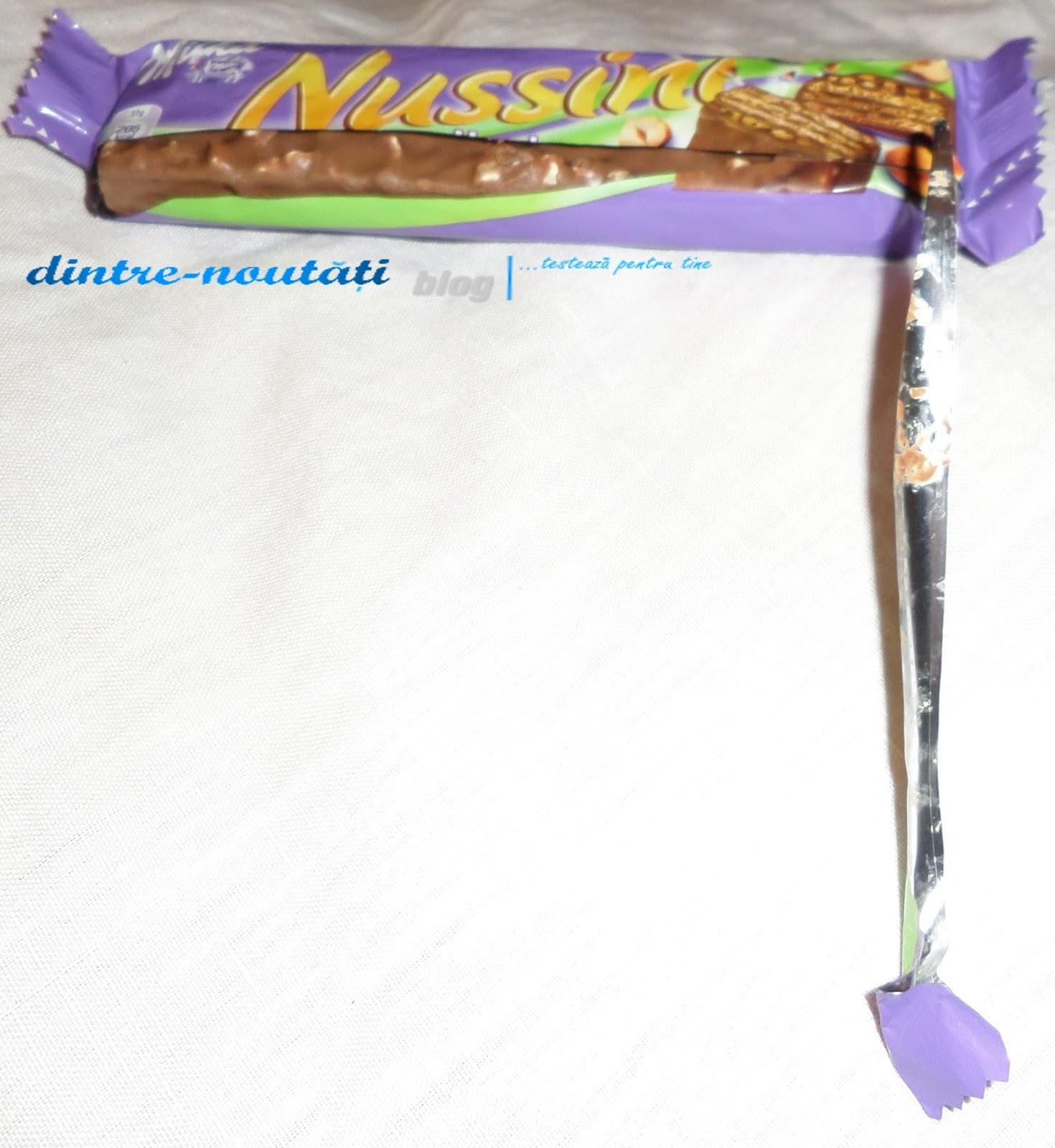 Napolitană cu alune (14%) umplută cu cremă de alune (45%) învelită în ciocolată din Alpi