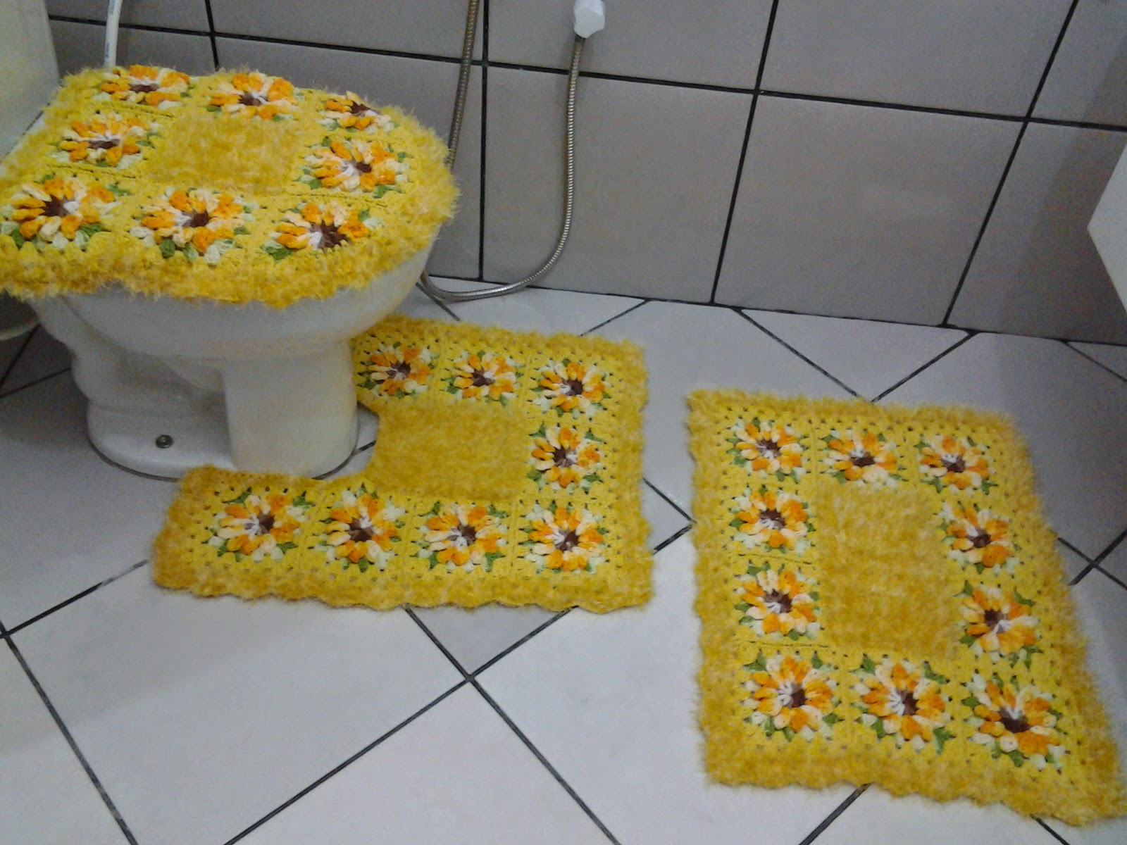 tapetes da regina tavares: jogo de banheiro amarelo #A68725 1600 1200