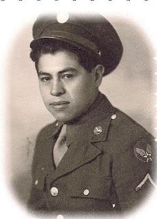 Félix García en su uniforme militar.