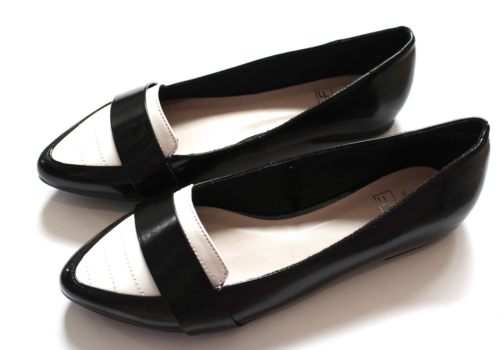 Monochrome Pointed Pumps