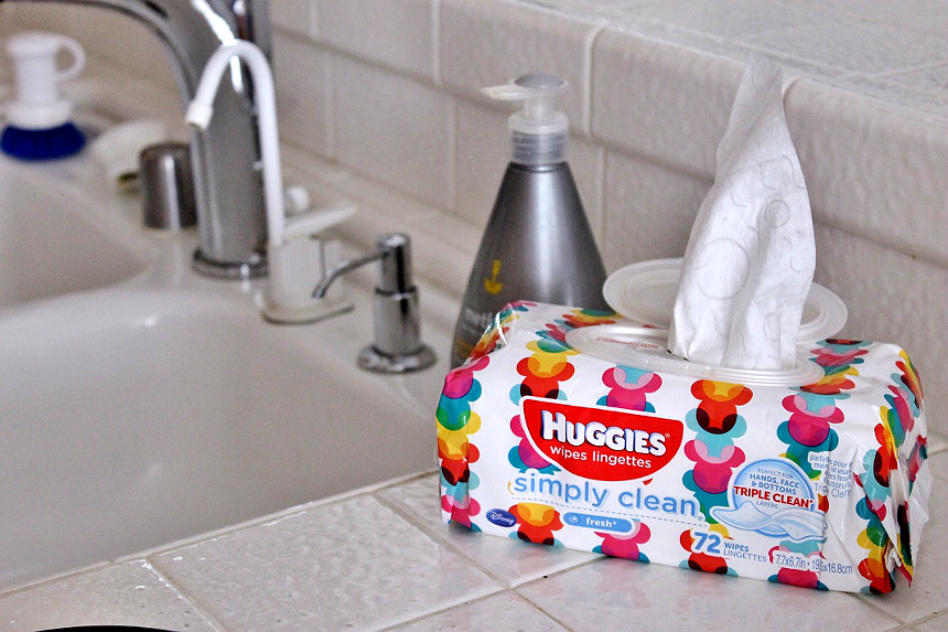 101 Uses for Huggies Baby Wipes That Don't Involve Kids! Huggies #tripleclean technology makes these genius wipes useful for more things than ever before! #ad