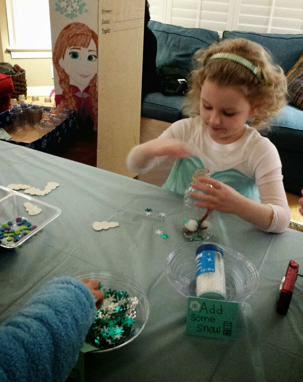 Frozen Crafts: Building a Snowman