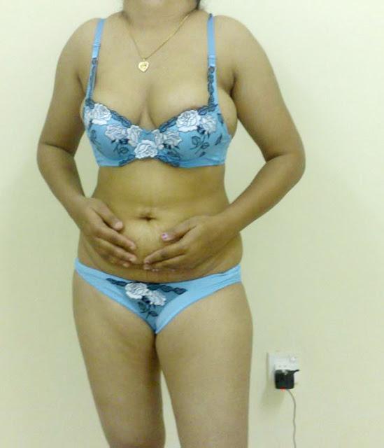 Mature Desi Randi Posing Short Bikini