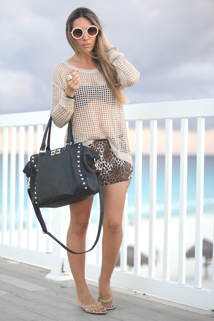 Fashion blogger Mónica Sors wearing animal print shorts
