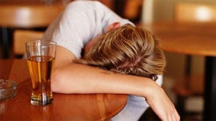 Como há um tratamento do alcoolismo