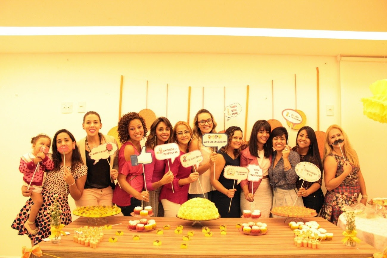 chá de panela, amarelo e laranja, mesa do bolo, plaquinhas, madrinhas