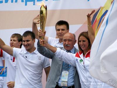 Ильшат Гафуров с факелом Универсиады 2013