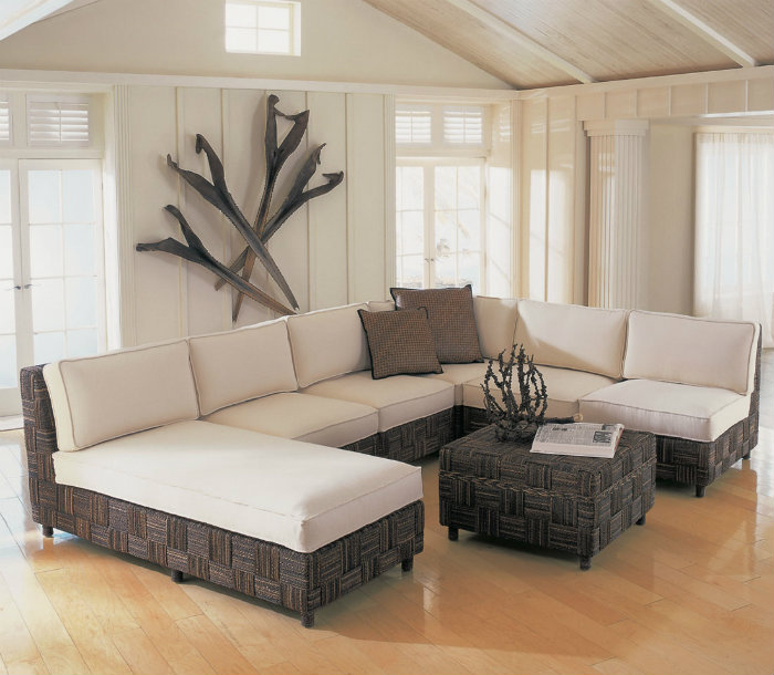 By Applying The Minimalist Design Of The Living Room, Then You Need To  Consider A Partition And Other Types Of Furniture Such As A Sofa Will Be  Placed In ...