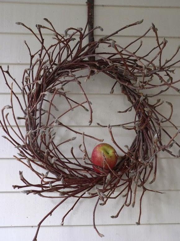 10 pomysłów i inspiracji na świateczne wianki wianek z gałęzi