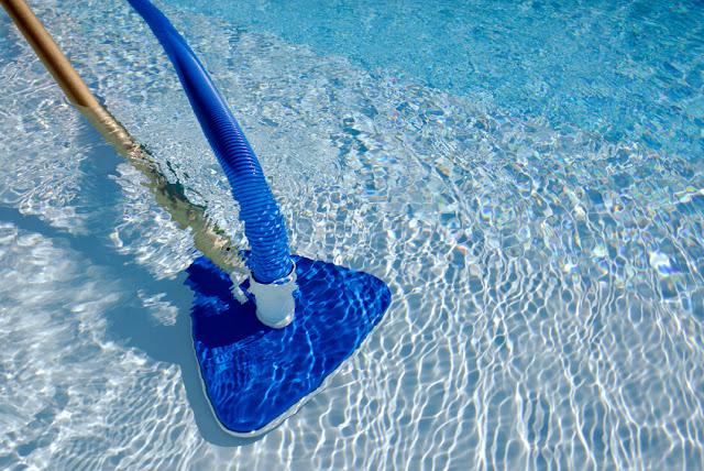 A decantação da piscina não é uma tarefa complicada, mas requer alguns cuidados por isso vamos deixar dicas para você mesmo decantar a piscina.