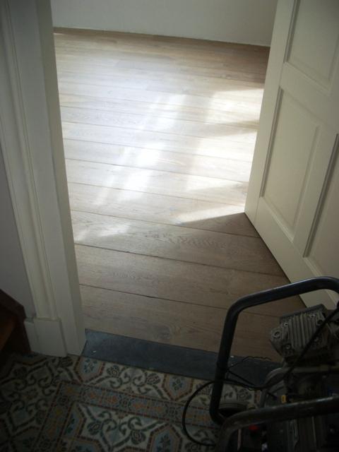 Keuken open keuken tegelvloer woonkamer overgang inspirerende foto 39 s en idee n van het - Scheiding houten ...