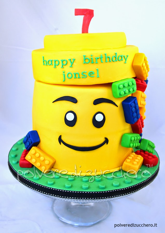 torta decorata in pasta di zucchero: lego cake