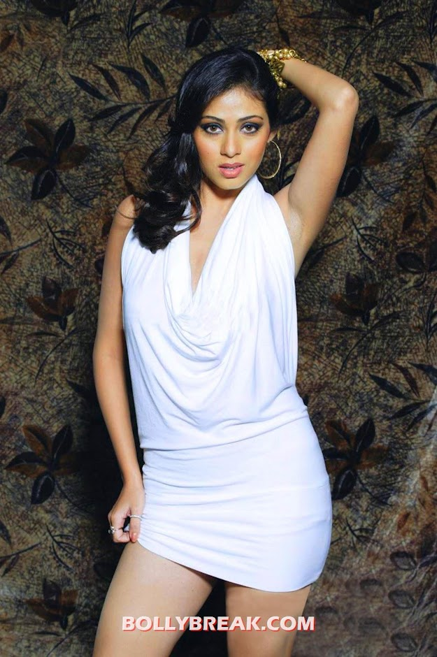 Sada in a white dress looking marvelous - Actress Sada hot photos 