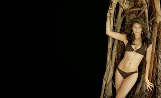 Elizabeth hurley stand up at tree wallpapers