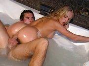 Sexo na banheira com rabuda