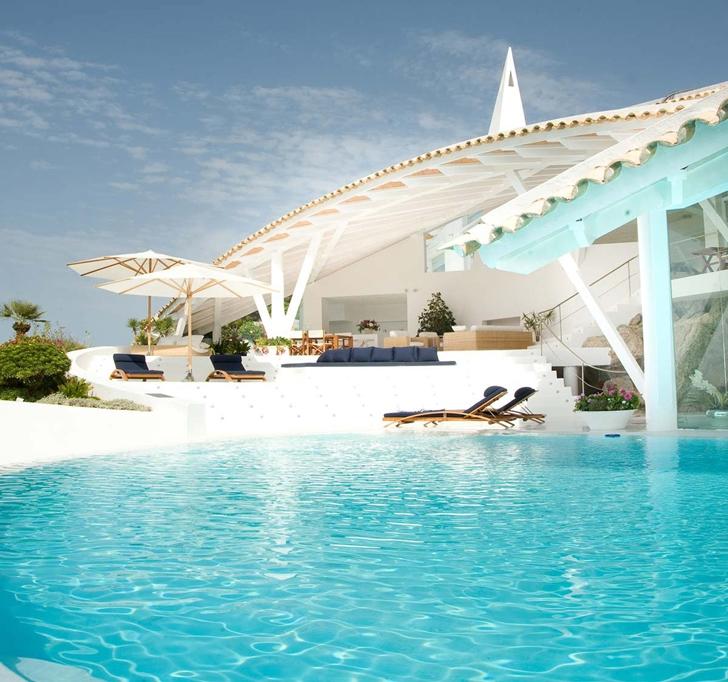 Mediterranean Villa by Alberto Rubio