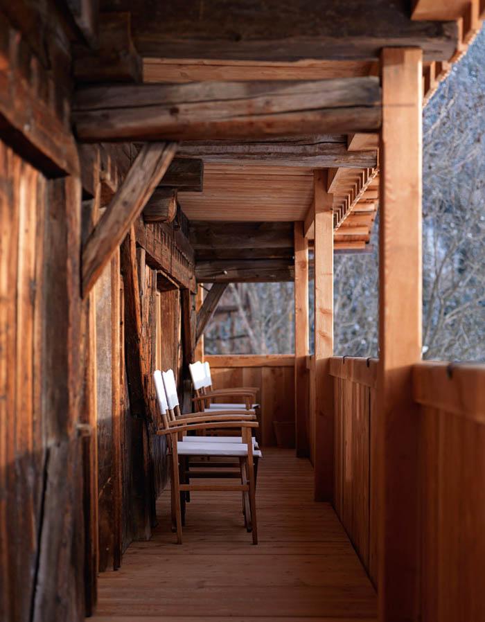 una casa rustica moderna - porche de entrada rustico