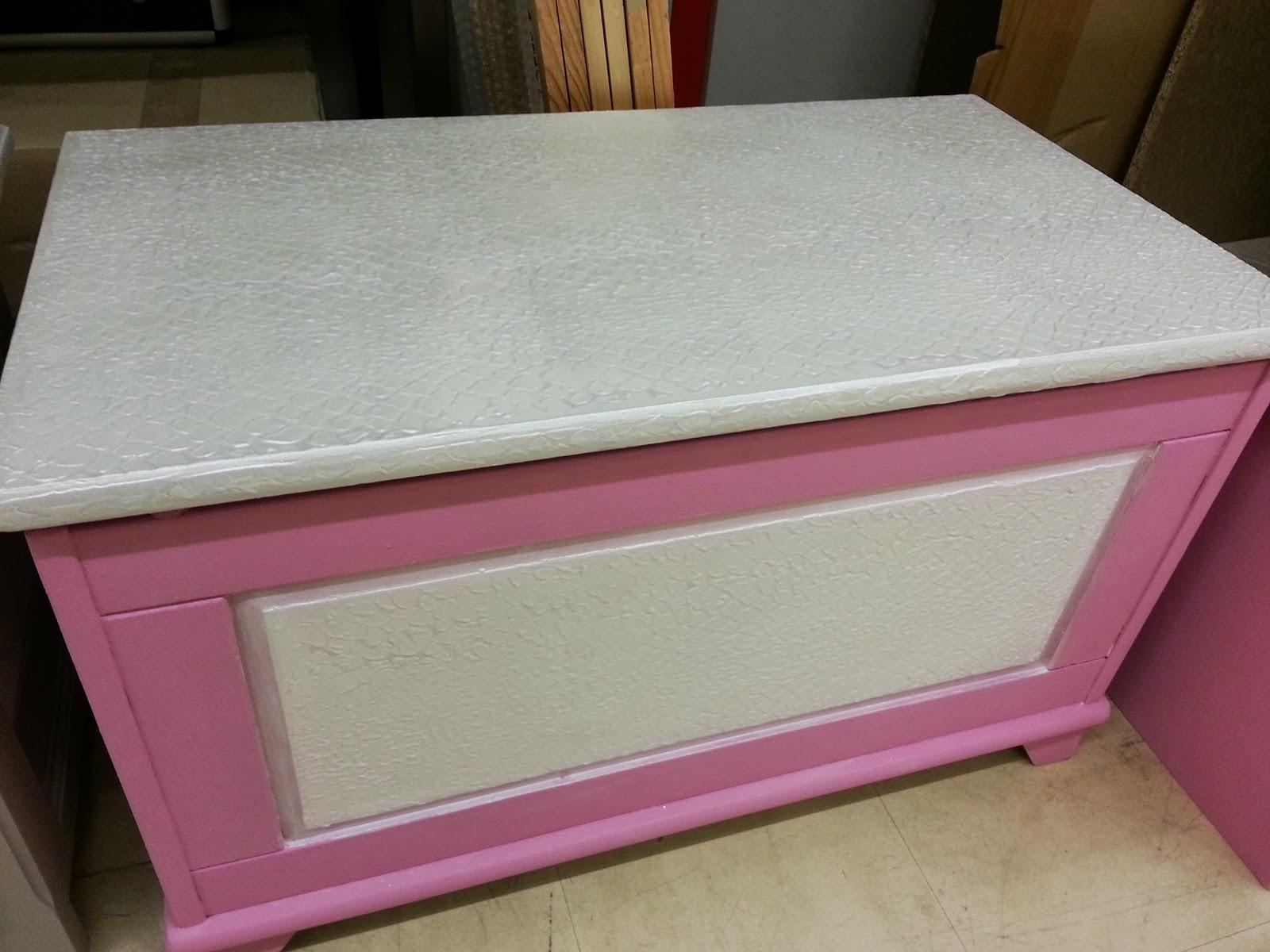 Peinture sur meuble avant apr s coffre jouet application gamme les - Www les decoratives com ...