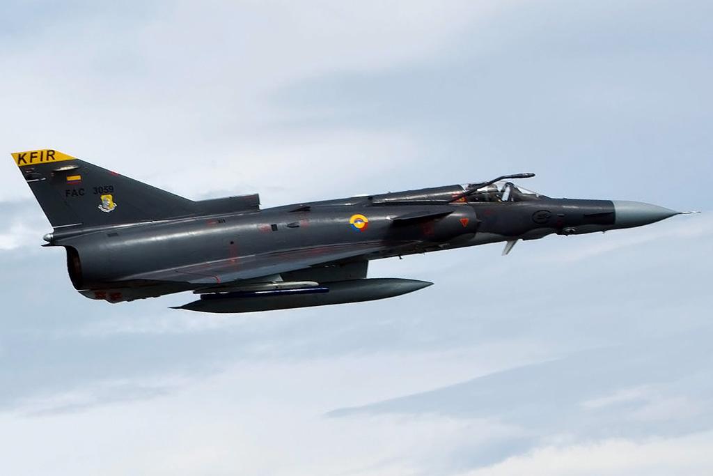 """El radar multimodo Elta EL/M-2032, desarrollado a partir del Elta EL/M-2035, aumentó la capacidad para misiones de combate """"aire-aire"""" o misiones de ataque """"aire-tierra"""", y otorga al nuevo Kfir C.10 la capacidad de utilizar el misil de radar activo RAFAEL Derby, así como las últimas versiones del misil infrarrojos RAFAEL Python."""