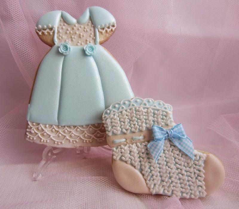 Galleta bebe, bautizo en azul, faldon y calcetin