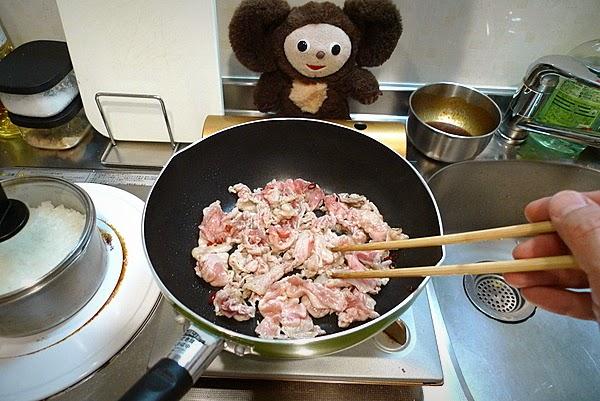 ドミグラスソースのオムレツ風 豚みそ炒め卵とじ丼の作り方(1)