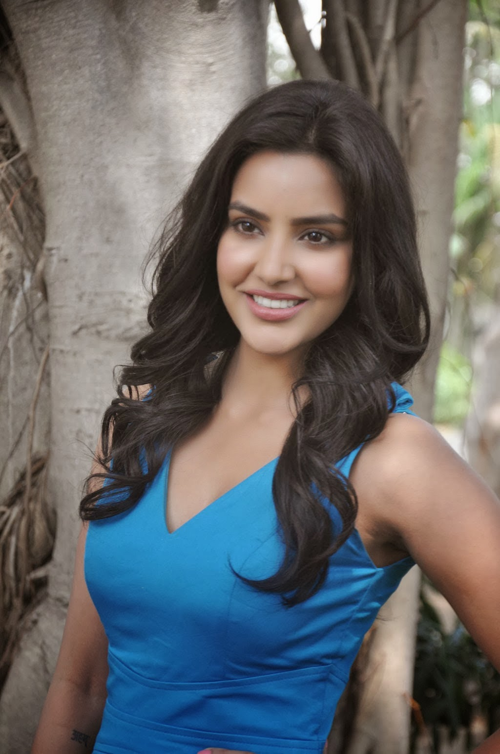 tamil actress priya anand hot hd photos - cap