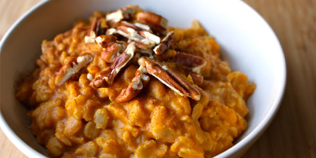Start your day off right by eating clean with pumpkin pie oatmeal. It's a healthy, quick and easy breakfast.