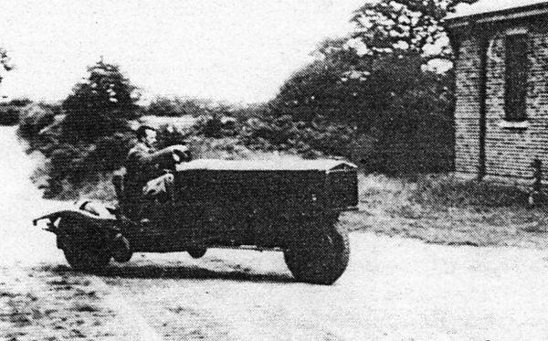 The Brennan gyrocar at Farnborough, in 1929. Note side wheels retracted. Бреннан gyrocar в Фарнборо в 1929 году. Колеса по бокам подняты.