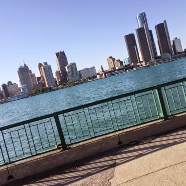 Detroit River Skyline (copyright: GreenGlobetrotter.com)